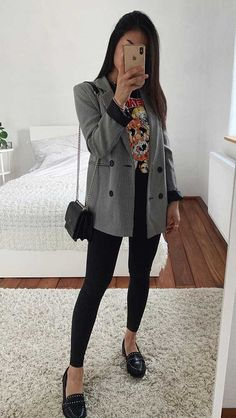 15 looks para quem ama t-shirt - Guita Moda Casual Work Outfits, Blazer Outfits, Classy Outfits, Stylish Outfits, Cool Outfits, Winter Fashion Outfits, Look Fashion, Korean Fashion, Look Blazer