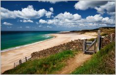 North of Carteret Cape, on the Cotentin peninsula in Normandy, there's a wild and long beach, a very special place to practice speed-saling and sand-yachting or even to simply walk between incredibly high cliffs and soft and warm sand.