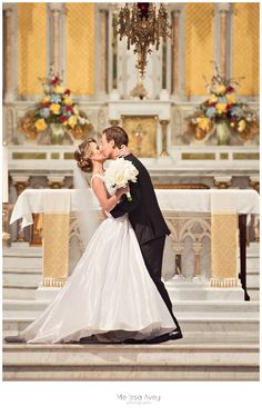 bride and groom first kiss  guelph wedding , melissa avey photography #kiss #wedding