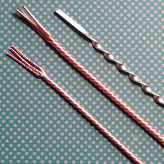 Learn how to twist round or flattened wire simply with a Dremel tool - Realizzare il filo intrecciato con il Dremel