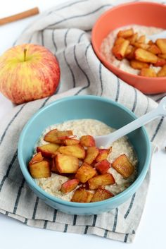 Apple Pie Overnight Oatmeal | A great mix of protein, carbs and fat to start your day right!