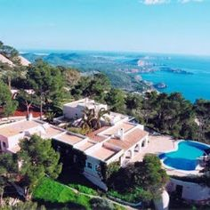 A beautiful #frontline #villa in #Ibiza, the most wonderful place to enjoy in the #summer.