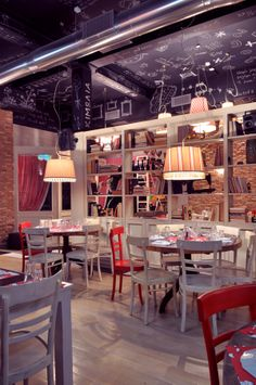 red and white chairs Cafe Bar, Cafe Restaurant, Pop Up Cafe, Greek Restaurants, Book Cafe, Red Interiors, Retail Design, Coffee Shop, Red And White