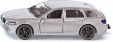 De BMW 520i Touring is een dynamische verschijning en heeft uitgebreide toepassingsmogelijkheden omdat deze standaard is voorzien van een trekhaak. De deuren van deze BMW kunnen worden geopend, de velgen zijn uitgevoerd in sportief zwart in contrast met de zilverkleurige metalen carrosserie.  Afmeting: 40x97x78 mm - BMW 520i Touring SIKU