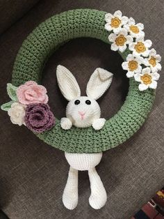 Crochet Dolls Patterns Fabulous Crochet Easter Wreath Pattern To Make Now - This crochet Easter wreath pattern is a quick and easy wreath crochet pattern especially for those who love making amigurumies. Crochet Wreath, Crochet Diy, Crochet Home, Crochet Gifts, Crochet Dolls, Crochet Flowers, Tunisian Crochet, Crochet Ideas, Crochet Easter