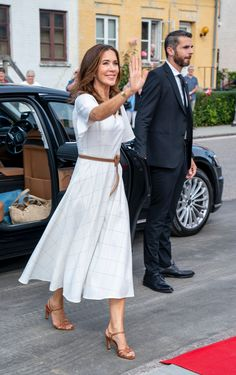Royal Fashion, Fashion Looks, Prince Frederick, Queen Margrethe Ii, Royal Clothing, Danish Royal Family, Crown Princess Mary, Day Dresses, Lace Skirt