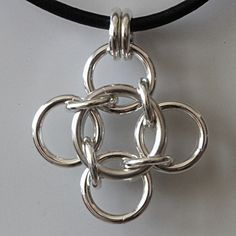 Pendant- found on 925maille.wordpress.com