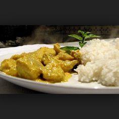 Curry chicken breast with basmati rice - esmeralda recipes Chicken Breast Curry, Chicken Curry, Asian Recipes, Healthy Recipes, Ethnic Recipes, Pollo Light, Cena Light, Indiana, Oriental