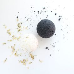 Make ritual a priority with this bath bomb set. One bomb was specially created for full moon intention setting and the other was formulated