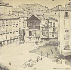 Derribo de una de las fachadas de la Puerta del Sol en 1855. Fotografía — 1855