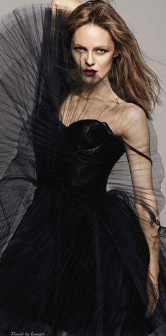 Grazia France ~ Noir..pour la nuit