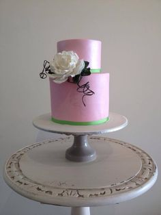 Two tiered double barrol wedding cake with suger paste rose