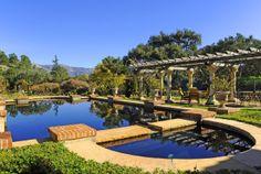 Nice lake looking pool!