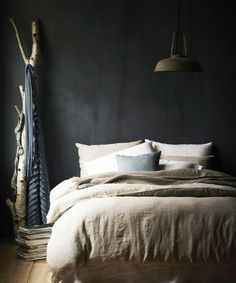 Match made in heaven: dark walls in the bedroom with a light linen duvet - Roomed - Match made in heaven: dark walls in the bedroom with a light linen duvet – Roomed - Dream Bedroom, Home Bedroom, Bedroom Decor, Bedroom Wall, Bedroom Ideas, Charcoal Walls, Charcoal Bedroom, Home Republic, Linen Duvet
