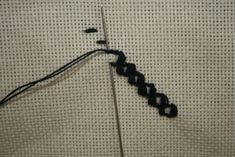"""Punctul batranesc      Este unul din cele mai vechi puncte de cusatura romanesti fapt pentru care poarta si denumirea de """"rumanescuri"""" in... Diy And Crafts, Hair Accessories, Embroidery, Sewing, Knitting, Mai, Knits, Stitches, Ideas"""