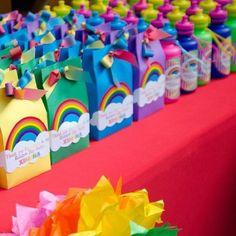 my little pony party favors Festa Rainbow Dash, Rainbow Unicorn Party, Rainbow Parties, Rainbow Birthday Party, Rainbow Party Favors, Rainbow Theme, Rainbow Party Decorations, Rainbow Colours, Party Favours