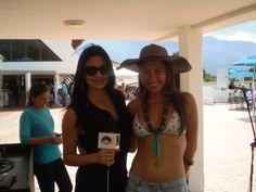 Las preciosas @Mariaanparra y @Maria24Daniela en el @MeridaSoundCar