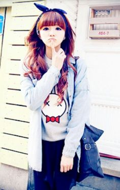 Sweater and graphic tee is my favorite outfit. Japanese Street Fashion, Tokyo Fashion, K Fashion, Cute Fashion, Asian Fashion, Cute Korean, Korean Girl, Asian Girl, Ulzzang Fashion