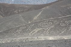 Nazca Lines are located in the arid Peruvian coastal plain the geoglyphs of Nazca Lines and the pampas of Jumana tourist information and Nazca Lines photo gallery Ancient Mysteries, Ancient Ruins, Crop Circles, Nazca Lines, Ancient Buildings, Minoan, Stonehenge, Machu Picchu, Glyphs