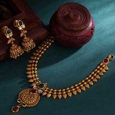 Gold Mangalsutra Designs, Gold Jewellery Design, Antique Jewellery, Diamond Jewellery, Gold Jewelry Simple, Minimal Jewelry, Fashion Jewelry, Women Jewelry, Gold Fashion