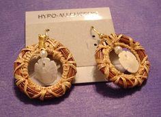 Pine Needle Crafts, Hawaiian Crafts, Pine Needle Baskets, Basket Crafts, Farm Crafts, Pine Needles, Wooden Jewelry, Basket Weaving, Crafts To Make