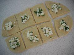 Møllehjul af ostebomber med mozarella-pesto fyld | Opskrifter | Nanna Pretzmann Bread Baking, Bruschetta, Pesto, Tapas, Flutes, Food And Drink, Ethnic Recipes, Muffins, Lava