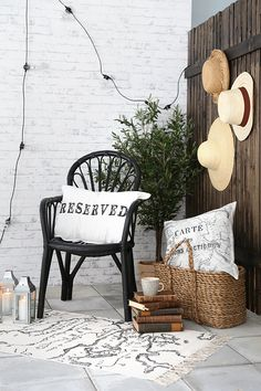 There are many ideas to create beautiful outdoor spaces for you and your family hang out. Check ways to improve your patio, garden or backyard. Home Interior, Interior And Exterior, Interior Design, Outdoor Rooms, Outdoor Living, Outdoor Decor, Casa Retro, Lampe Retro, Vibeke Design