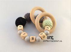 Stoere gehaakte bijtring van www.opmaatgehaakt.nl (OMG) - #haken #crochet #teether #gehaakt #baby #babyboy #kraamcadeau #origineel #babygift #pickyourowncolours #baby #opmaatgehaakt #OMG