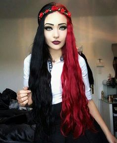 Red and black split dyed hair Pretty Hairstyles, Wig Hairstyles, Ladies Hairstyles, Everyday Hairstyles, Split Dyed Hair, Half Dyed Hair, Half And Half Hair, Curly Hair Styles, Natural Hair Styles