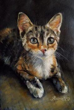 """Маленькая батумская бездомная кошечка Маруся нашла свой дом, а через два месяца стала моделью у художницы Элеоноры Тарановой в проекте """"25 портретов домашних животных"""". Маруся привлекла художницу своим необычным трехцветным окрасом.Говорят, что трехцветные кошки приносят счастье в дом. На самом деле все животные приносят счастье людям, которые умеют дарить любовь, чувства и эмоции своим любимым домашним питомцам. Cats, Painting, Animals, Gatos, Animales, Animaux, Painting Art, Paintings, Animal"""