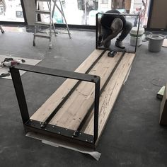 New welding art decoration is in process of making! New welding art decoration is in process of maki Steel Furniture, Industrial Furniture, Table Furniture, Furniture Design, Diy Dining Table, Wood Table, Esstisch Design, Welding Art, Metal Welding
