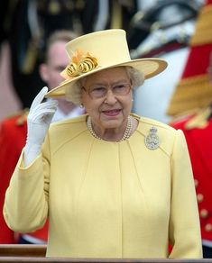 Queen Elizabeth II Photo - 'ROYALS' At Buckingham Palace After 'Trouping The Colour' Ceremony