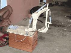 cineraria:  YouTube技術部。油圧シリンダーの代わりに注射器を使って空圧ショベル作った。 |...