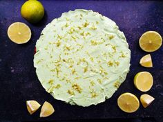 Den her Key Lime Pie lavede jeg til ChriChri for noget tid siden, men dadet er en rigtig sommeropskrift,skal I have den netop nu, hvor vejret er godt! Key Lime Pie er traditionelt en amerikansk desserttærte med tærtebund, kondenseret mælk, masser af limesaft og en ordentlig omgangmarengs....