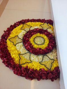 Big list Flower Rangoli Designs ideas and pictures for this ganesh chaturthi or any other Indian festivals. Learn flower rangoli designs for competition with flowers. Rangoli Designs 2016, Rangoli Designs Flower, Colorful Rangoli Designs, Rangoli Ideas, Flower Rangoli, Beautiful Rangoli Designs, Flower Mandala, Flower Designs, Rangoli With Flowers