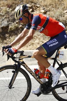 Italy's rider of team Bahrain - Merida Vincenzo Nibali rides during the third stage of the 100th Giro d'Italia, Tour of Italy, cycling race from Tortoli to Cagliari on May 7, 2017 in Sardinia. .Colombian sprinter Fernando Gaviria finished off a cunning tactical move by his Quick Step team to win the third stage of the Giro d'Italia and secure the race leader's pink jersey on Sunday. / AFP PHOTO / Luk BENIES