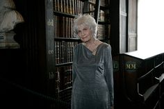 Alice Munro Alice Munro, Poems, Writer, Libraries, Writing, Authors, Parts Of The Mass, Literatura, Portraits