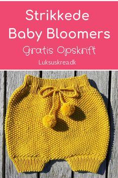 Gratis strikkeopskrift på strikkede baby bloomers / strikkede baby shorts / strikkede baby bukser. Nem strikkeopskrift med udførlig vejledning. #gratisstrikkeopskrifter #strikkedebabybukser #strikketbabytøj #strikkedebloomers #babystrik #striktilbaby #diybaby #nemmestrikkeopskrifter. Free Knitting Patterns Uk, Knitting For Kids, Crochet Baby, Knit Crochet, Crochet Pattern, Baby Barn, Baby Bloomers, Baby Leggings, Knit Vest