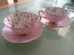 SHELLEY Briar Rose Chintz OLEANDER♥ pink floral tea cups with a solid pink saucer