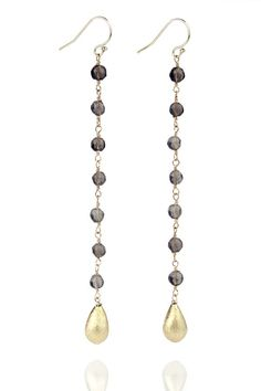 With the stylish pearl dangles by jewellery designer Laura Taylor you put your face into the most beutiful perspective $140