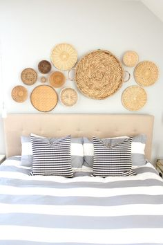 Wall decor is a way to really pull the look of a room together. I personally love art and I could not image a home (or a world) without it! Wall decor is a way to not just pull a room together but it's a great way to show off your style and taste. Decoration Bedroom, Basket Decoration, Home Decor Bedroom, Diy Home Decor, Wall Decor, Design Bedroom, Coastal Decor, Bedroom Ideas, Baskets On Wall