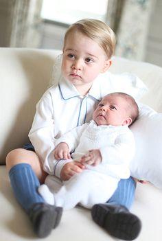 Prinz George und Charlotte sind echt zum Knutschen! Wir zeigen weitere süße Promi-Geschwister.