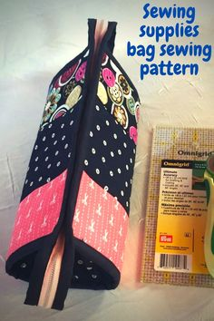 Small Sewing Bag tutorial with flying pockets pattern - Sew Modern Bags Bag Sewing, Wallet Sewing Pattern, Pouch Pattern, Pocket Pattern, Bag Patterns To Sew, Sewing Patterns, Ironing Pad, Zipper Bags, Bag Storage