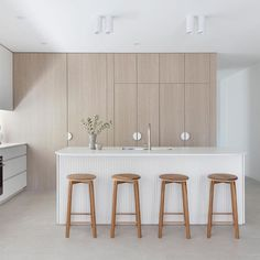 House Cladding, Cocinas Kitchen, Stone Kitchen, Island With Seating, Home Room Design, House Design, Modern Kitchen Design, Kitchen Interior, Kitchen Remodel