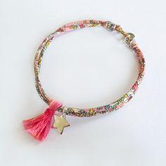 Bracelet en Liberty, étoile et pompon. Handmade in France… Bracelets Liberty, Fabric Bracelets, Diy Bracelets Easy, Fabric Jewelry, Handmade Bracelets, Handmade Jewelry, Bracelet Making, Jewelry Making, Craft Accessories