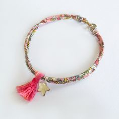 Bracelet en Liberty, étoile et pompon. Handmade in France. www.ticha.bigcartel.com