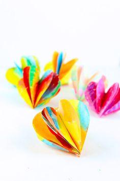 3D Hearts papíru jsou jednoduchým Valentýna řemeslo můžete personalizovat zdobení papíru se svými vlastními návrhy.