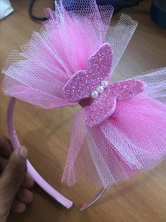 Need great helpful hints about making bows? Diy Hair Bows, Making Hair Bows, Diy Bow, Diy Headband, Baby Headbands, Crown Headband, Ribbon Crafts, Ribbon Bows, Diy Crafts