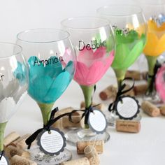 Bridesmaid wine glasses in a daisy design.  Hand painted, FREE personalization, you choose the qty.