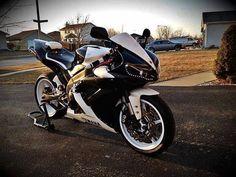 Yamaha R1~ Love White Rims on Bikes!